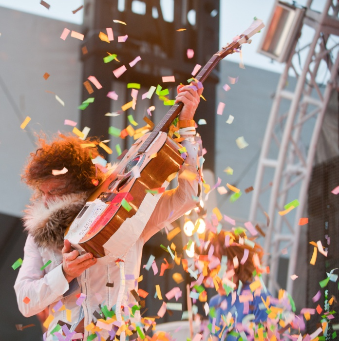 Wayne Coyne, Flaming Lips at Hangout festival (Josh Rhinehart)